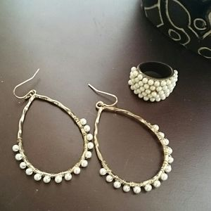 Anthropologie hammered gold pearl earring set